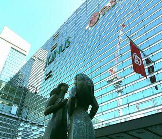 IMG_2838横浜駅西口002ジョイナスと銅像.JPG