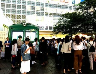 IMG_3003渋谷001ハチ公前広場5000系前001.JPG