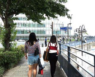 IMG_3313横浜港005横浜ウォーク国際展示場二人.JPG