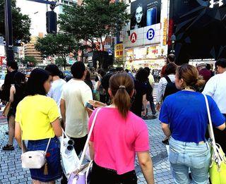 IMG_3456渋谷109前001青赤黄Tシャツ.JPG