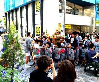 IMG_3916自由が丘熊野神社例大祭006子供神輿002.JPG